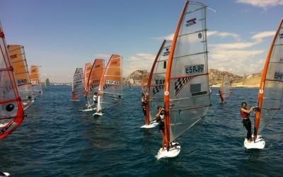 Vientos de fuerza 6 -7 ponen fin al X Trofeo C.N. Alicante Costa Blanca.